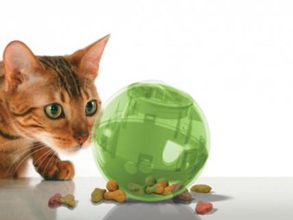 La balle distributrice SlimCatde la marque PetSafe